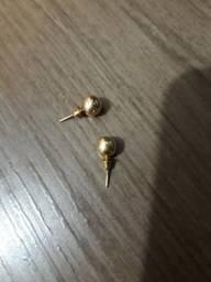Vendo par de brincos de ouro 750