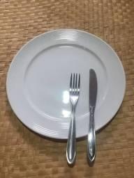 Pratos e talheres