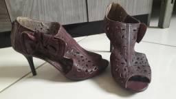 Sandália roxa