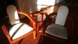 Duas cadeiras + mesinha