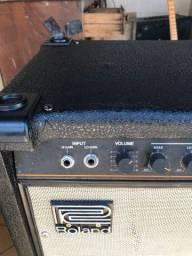 Amplificador de baixo Roland