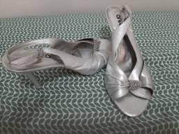 Vende-se sandálias novas