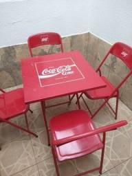 mesa de bar com 4 cadeiras de ferro