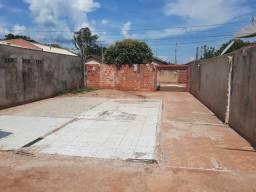 Terreno murado e com portão