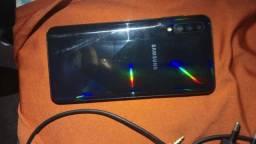 Samsung A30S com carregador e antena.