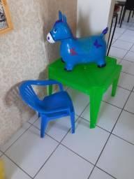 Mesa /cadeira / burrinho infantil