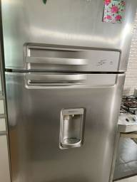Vendo geladeira Electrolux grande