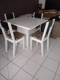 Mesa 90 cm X 90 cm com quatro cadeiras (NÃO FAÇO ENTREGA)