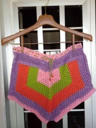 Short colorido em crochê
