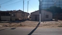 Vende-se área com 2 casas