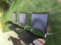 Cadeiras em prolipropileno pes de metal