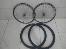 Rodas aro 26 aero pretas e dois pneus 26