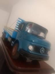 Caminhão miniatura Mercedes 1519
