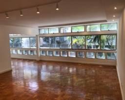 Apartamento de 200 m², na parte mais nobre de Ipanema, próximo da Praça N. S. da Paz e com