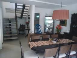 Casa sobrado triplex, com 450 m² de área construída com 4/4 todos suítes