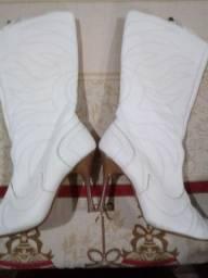 Vendo bota usada uma vez tamanho 34