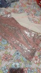 Blusas de paetês com flores bordadas (as duas)