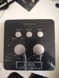 Interface de Áudio Tascam iUR2