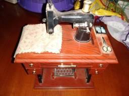 Miniatura de máquina de costura