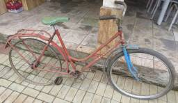 Antiga bicicleta Monark feminina.