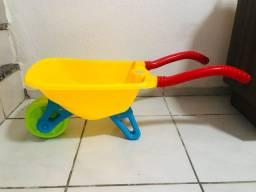 Brinquedo carrinho de mão
