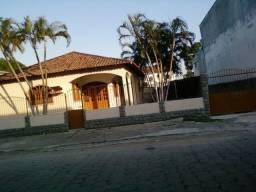 Vendo casa com amplo espaço em Linhares-ES