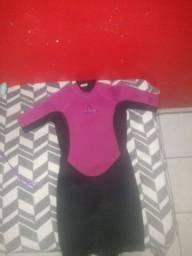 Prancha de surf com roupa