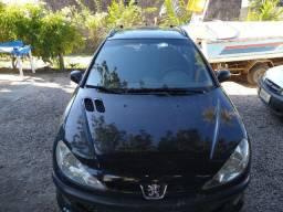 Peugeot 2008 barbada em dia