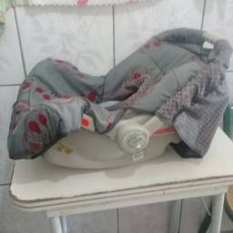 Vende-se um bebê conforto.