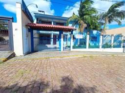 Casa com 4 dormitórios, duas suítes, garagem e salão de festa