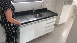 Balcão granito com armário cozinha