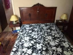 cama de casal antiga de madeira macica