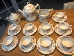 Jogo de chá em porcelana Theca.
