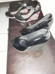 40 reais 2 pares de sapatos.