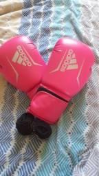 Luva de box femenina.