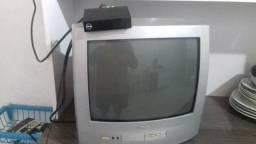 TV, conversor e controles. Leia o anúncio