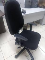 Cadeira Presidente preta Novas com braço digitador com relax