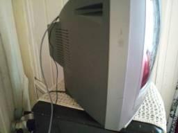 Vendo tv 32 polegadas leve de graça um dvd