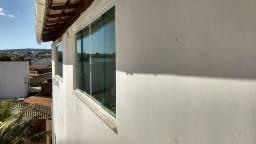 Aluguel de casa (2° andar) c/ 3 quartos (Bairro Recreio)