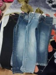 Calças jeans e sapatos infantis