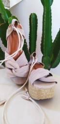 Sandália de palha com corda