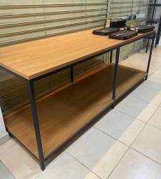 Mesas MDF cor madeira com ferro