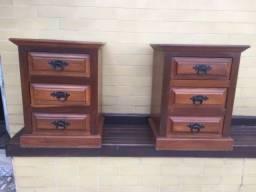 Vendo 2 mesas de cabeceira de madeira maciça mogno