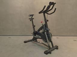Bike vertical residencial / semi profissional spinning Schwinn IC2 nova