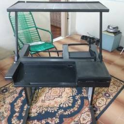 Mesa para computador de ferro