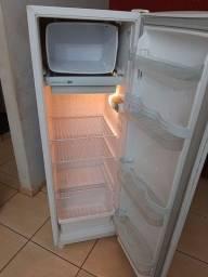 Geladeira consul 240 litros usada gelando muito bem entrego