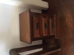 2 mesas de cabeceira madeira maciça mogno