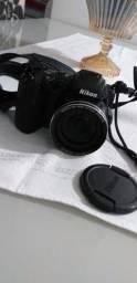Vendo câmera semi profissional Nikon.