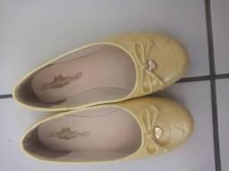 Sapatilha amarela novinna