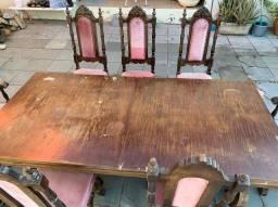 Mesa de madeira maciça com 7 cadeiras